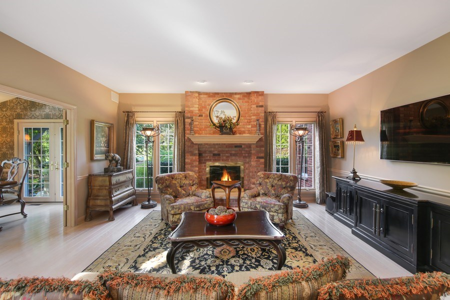 Real Estate Photography - 2 Brighton Place, Burr Ridge, IL, 60527 - Family Room