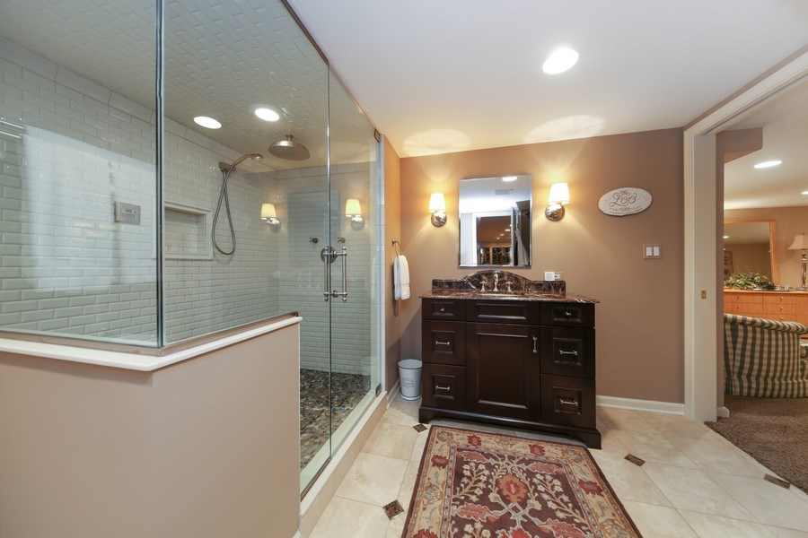 Real Estate Photography - 2 Brighton Place, Burr Ridge, IL, 60527 - Bathroom