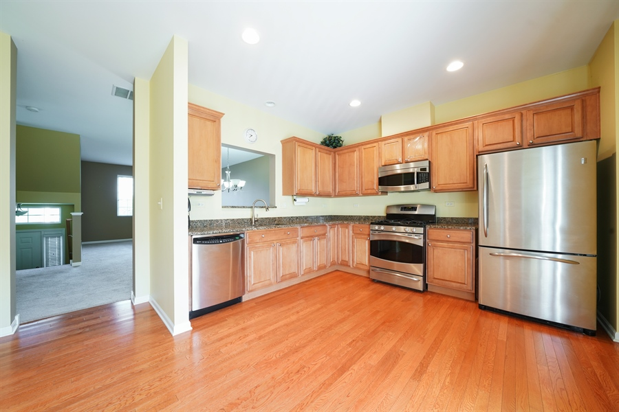 Real Estate Photography - 132 Morgann Gate Drive, Wood Dale, IL, 60191 - Kitchen