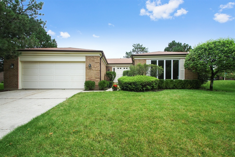 Real Estate Photography - 302 Basswood, Northbrook, IL, 60062 - Front View
