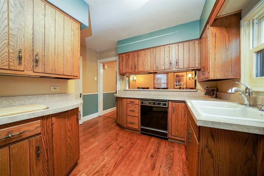 Real Estate Photography - 3932 Grove Ave, Western Springs, IL, 60558 - Kitchen
