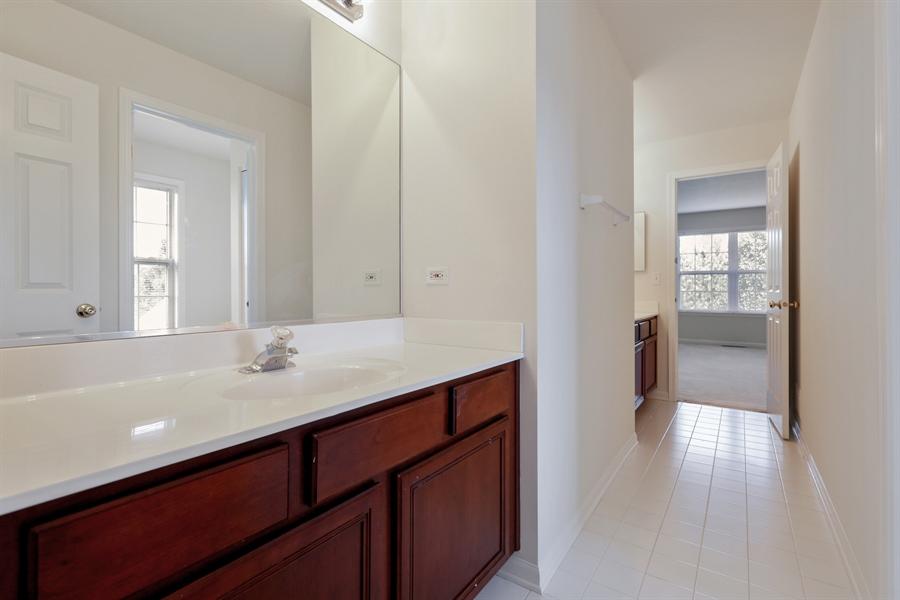 Real Estate Photography - 705 Goodman Ct, Barrington Hills, IL, 60010 - Jack & Jill 3RD Bathroom