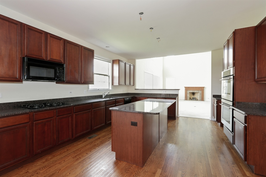 Real Estate Photography - 705 Goodman Ct, Barrington Hills, IL, 60010 - Kitchen
