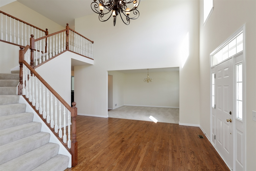 Real Estate Photography - 705 Goodman Ct, Barrington Hills, IL, 60010 - Entryway