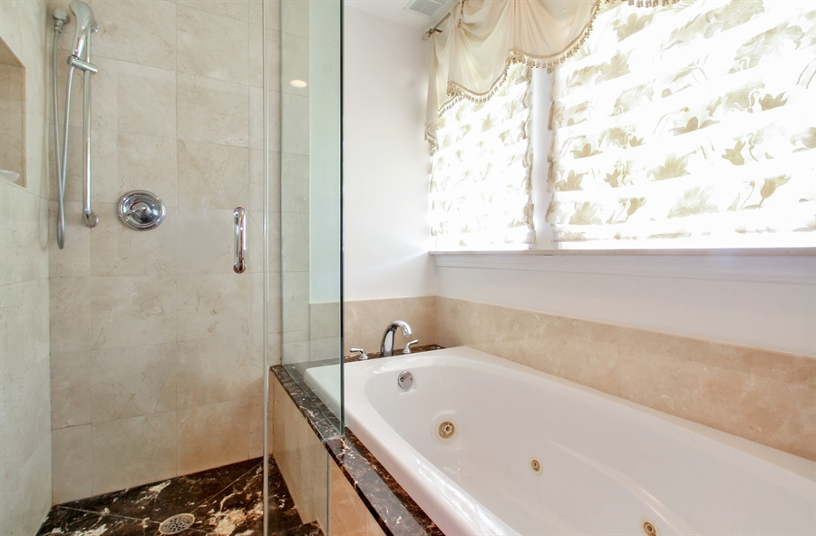 Real Estate Photography - 1710 W Oakton, Arlington Heights, IL, 60004 - Master Bathroom
