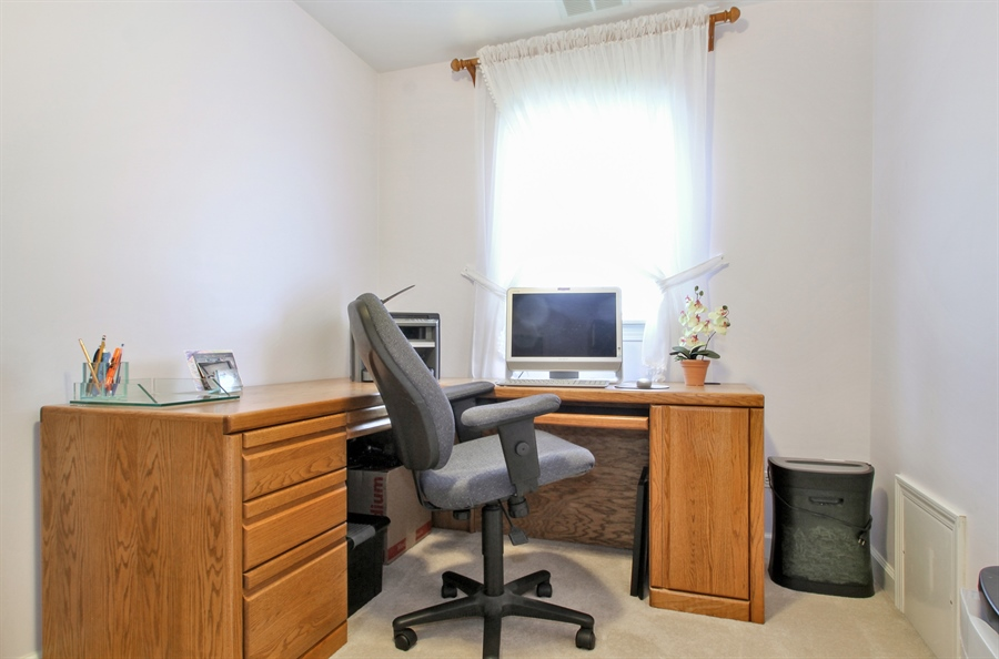 Real Estate Photography - 1710 W Oakton, Arlington Heights, IL, 60004 - Office