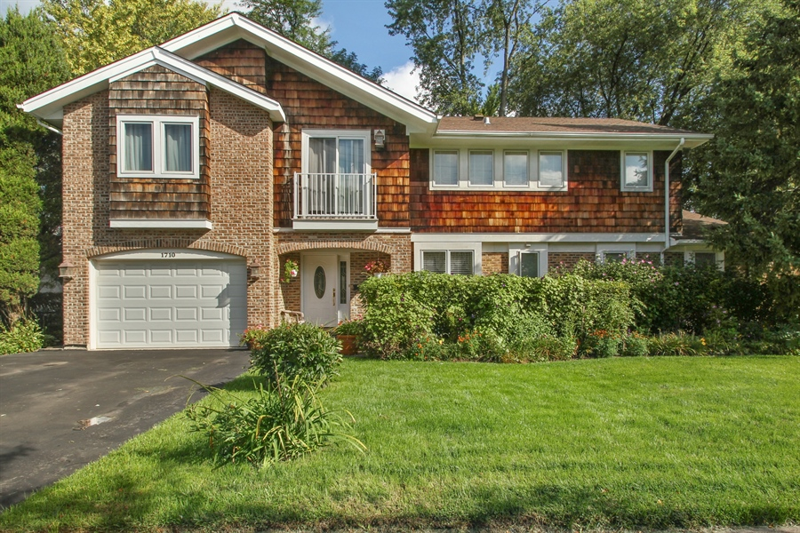Real Estate Photography - 1710 W Oakton, Arlington Heights, IL, 60004 - Front View