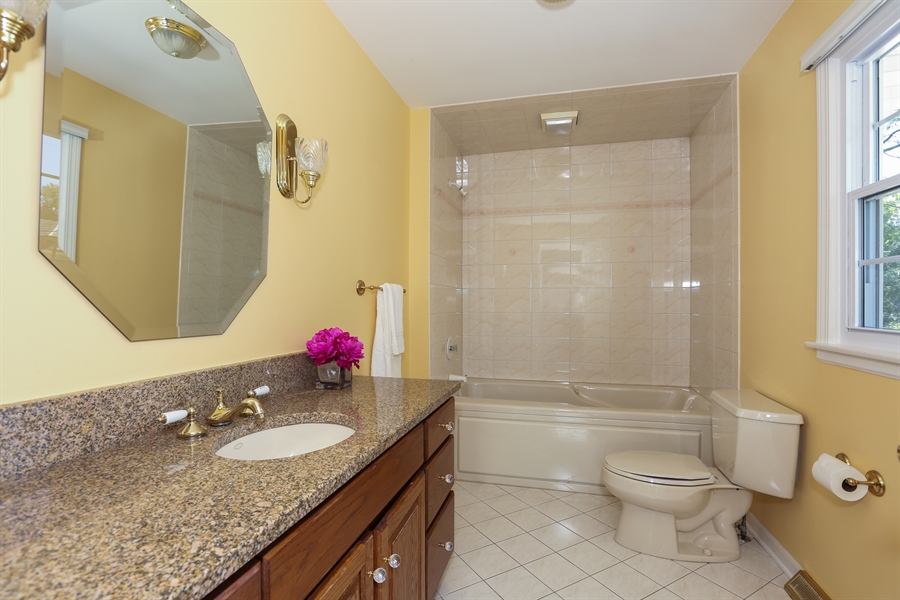 Real Estate Photography - 600 Franklin St., Hinsdale, IL, 60521 - Master Bathroom