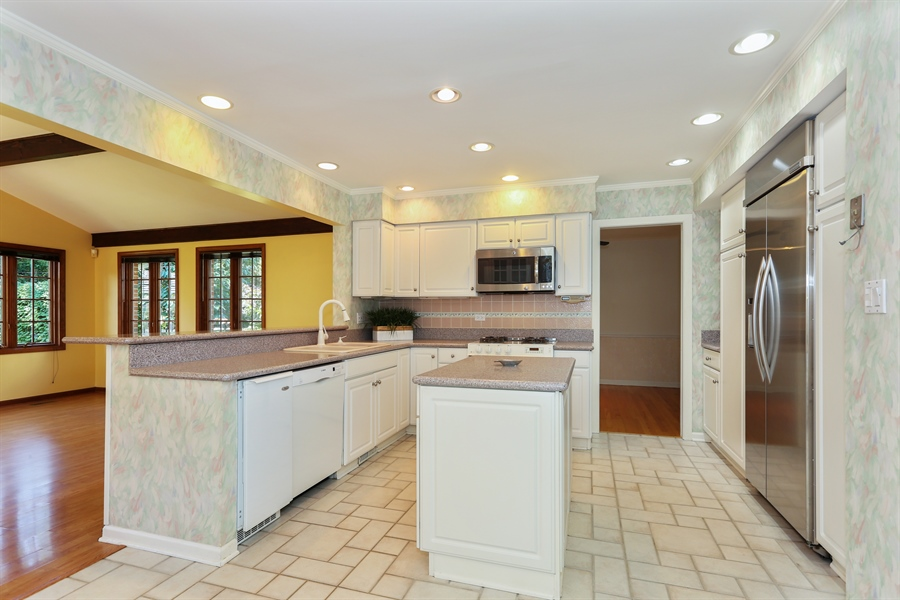 Real Estate Photography - 600 Franklin St., Hinsdale, IL, 60521 - Kitchen