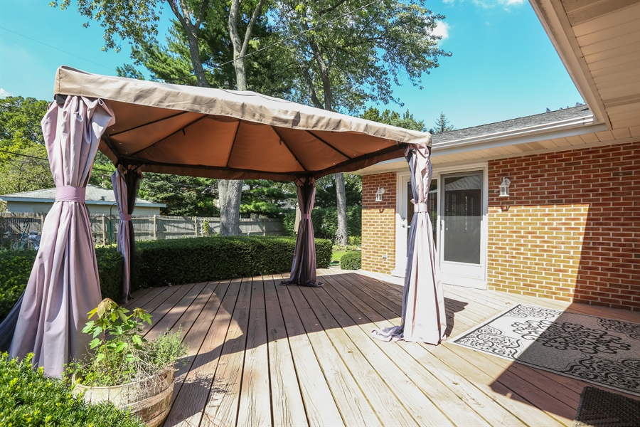 Real Estate Photography - 600 Franklin St., Hinsdale, IL, 60521 - Deck