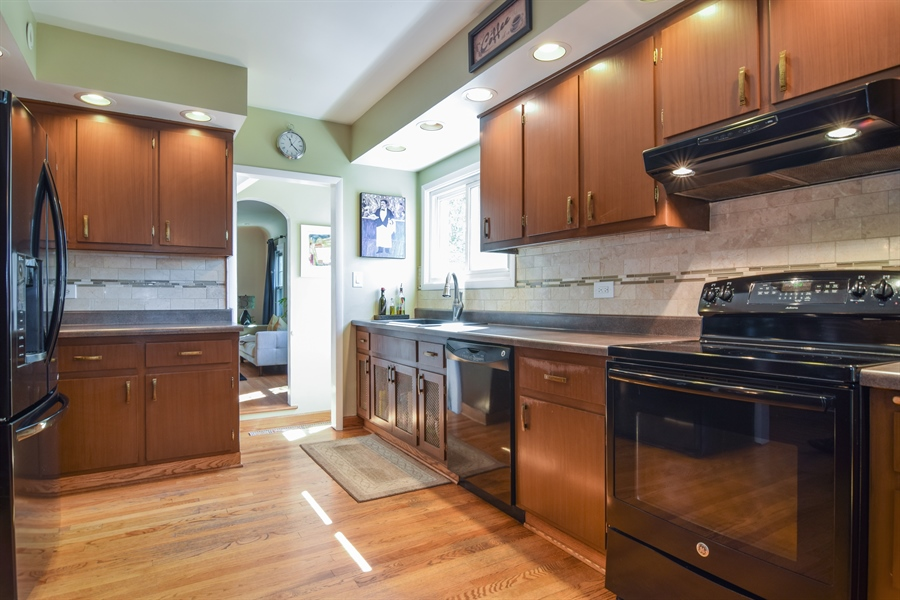 Real Estate Photography - 928 S. Harvard Ave., Villa Park, IL, 60181 - Kitchen