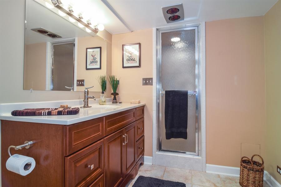 Real Estate Photography - 928 S. Harvard Ave., Villa Park, IL, 60181 - 2nd Bathroom