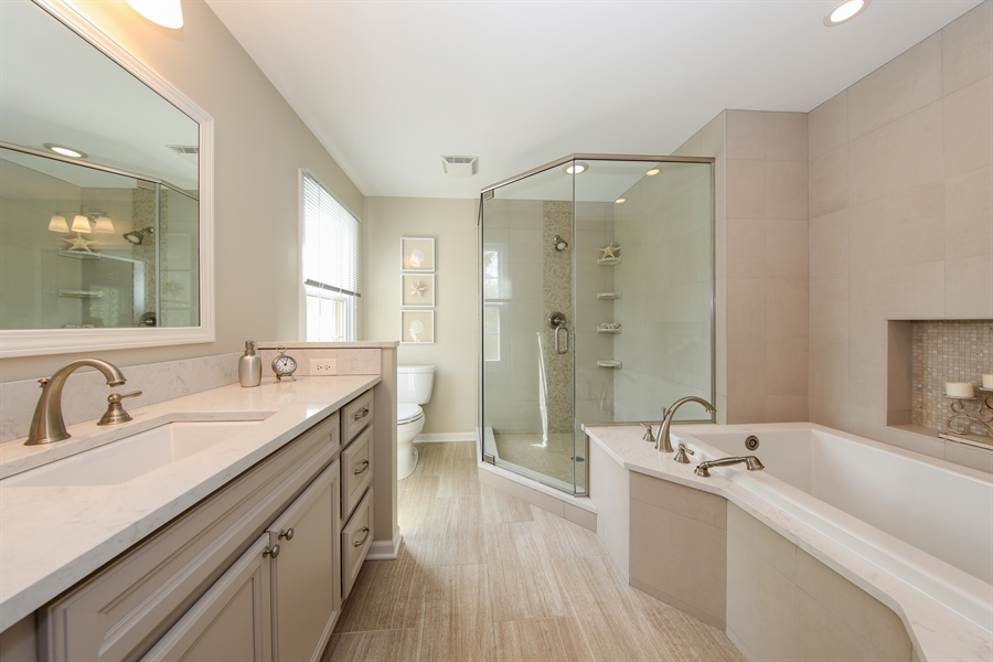 Real Estate Photography - 2510 Mill Creek Ln., Rolling Meadows, IL, 60008 - Master Bathroom