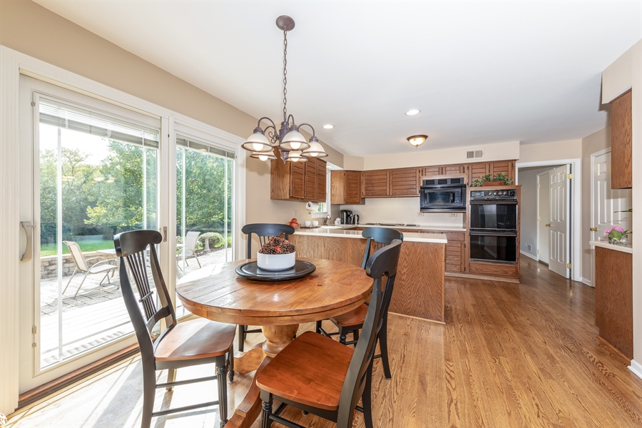 Real Estate Photography - 2510 Mill Creek Ln., Rolling Meadows, IL, 60008 - Kitchen / Breakfast Room
