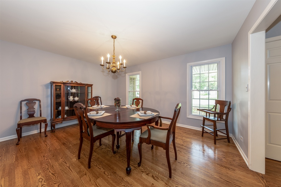 Real Estate Photography - 2510 Mill Creek Ln., Rolling Meadows, IL, 60008 - Dining Room