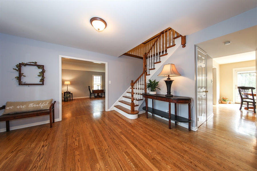 Real Estate Photography - 2510 Mill Creek Ln., Rolling Meadows, IL, 60008 - Foyer