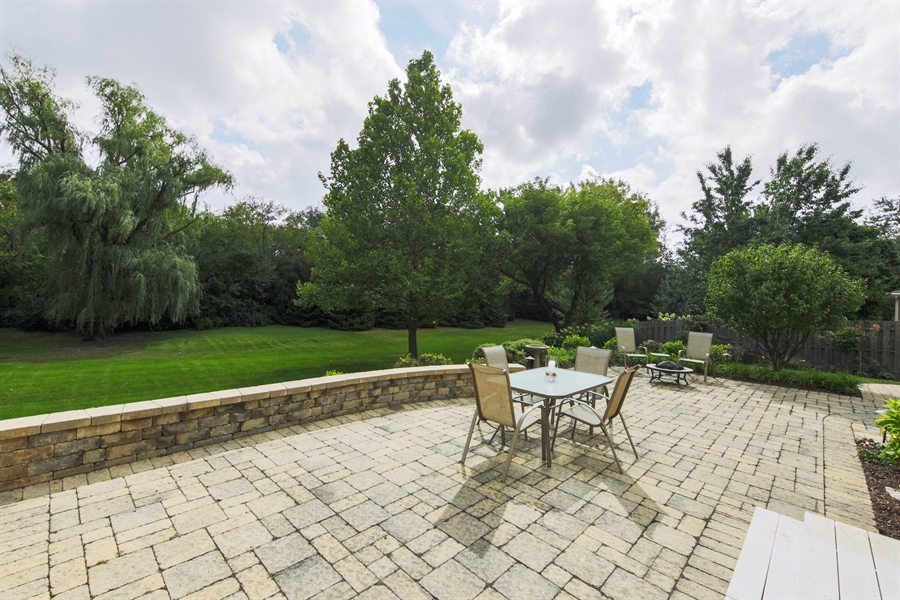 Real Estate Photography - 2510 Mill Creek Ln., Rolling Meadows, IL, 60008 - Patio