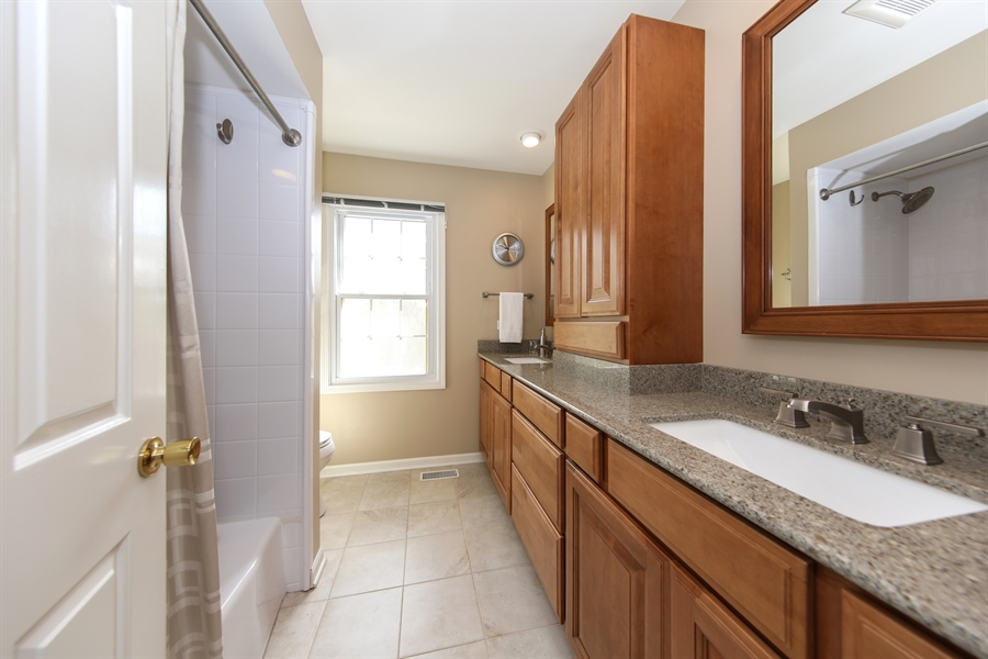 Real Estate Photography - 2510 Mill Creek Ln., Rolling Meadows, IL, 60008 - 2nd Bathroom