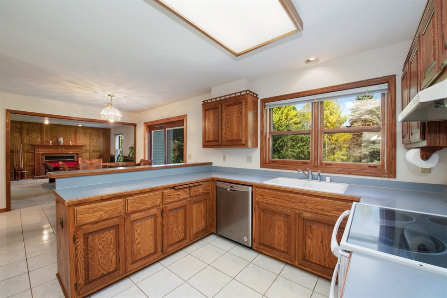 Real Estate Photography - 9326 W Stanford Ct, Mequon, WI, 53097 - Kitchen