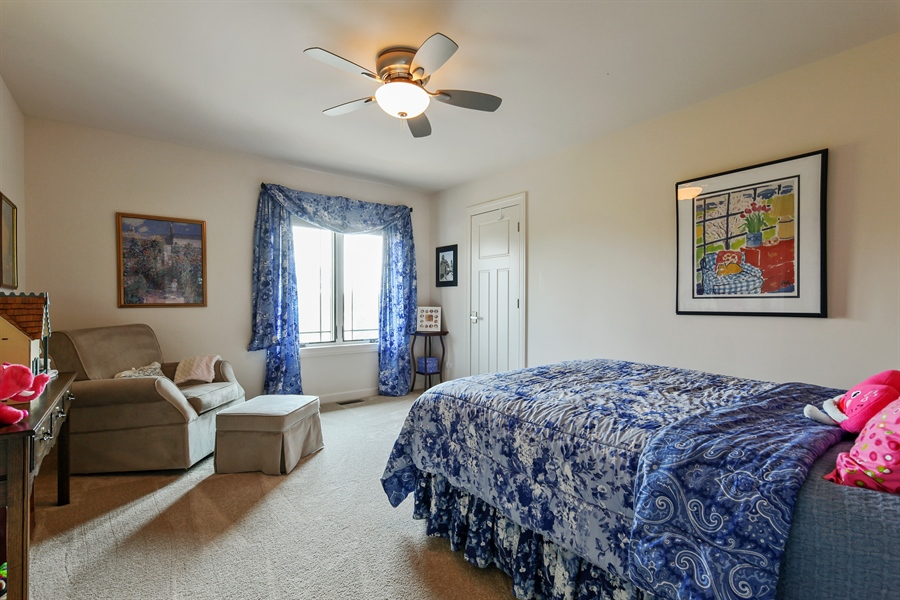 Real Estate Photography - 10 W Peter Ln, Hawthorn Woods, IL, 60047 - 3rd Bedroom