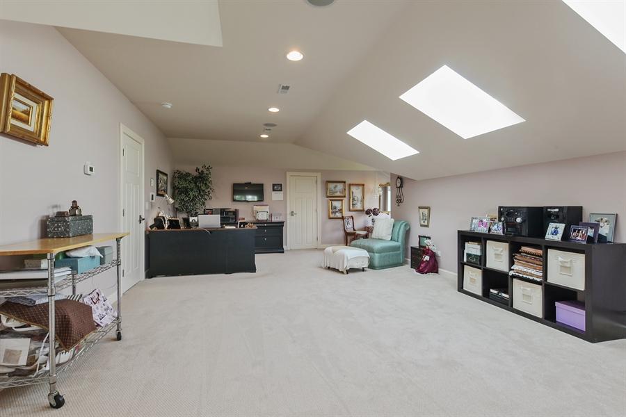 Real Estate Photography - 10 W Peter Ln, Hawthorn Woods, IL, 60047 - Bonus Room