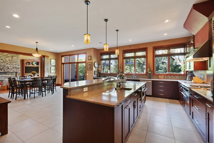 Real Estate Photography - 10 W Peter Ln, Hawthorn Woods, IL, 60047 - Kitchen