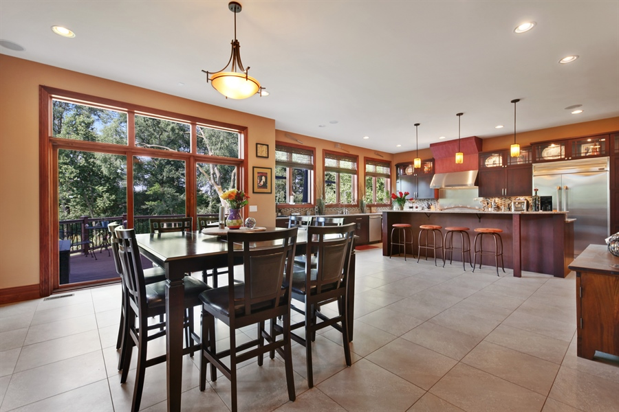 Real Estate Photography - 10 W Peter Ln, Hawthorn Woods, IL, 60047 - Kitchen / Breakfast Room