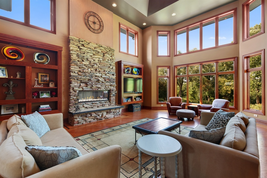 Real Estate Photography - 10 W Peter Ln, Hawthorn Woods, IL, 60047 - Great Room