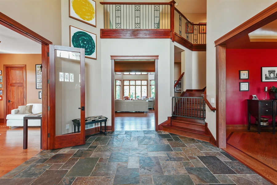 Real Estate Photography - 10 W Peter Ln, Hawthorn Woods, IL, 60047 - Foyer
