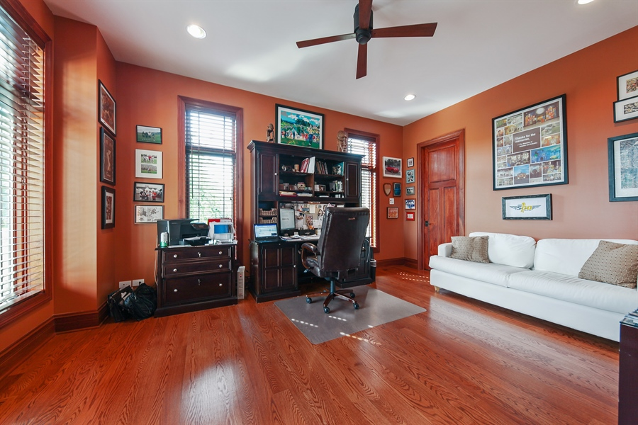 Real Estate Photography - 10 W Peter Ln, Hawthorn Woods, IL, 60047 - Office
