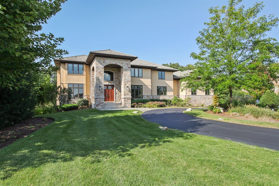 Real Estate Photography - 10 W Peter Ln, Hawthorn Woods, IL, 60047 - Front View