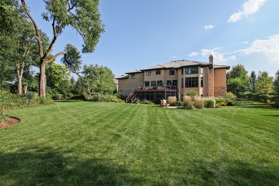 Real Estate Photography - 10 W Peter Ln, Hawthorn Woods, IL, 60047 - Rear View