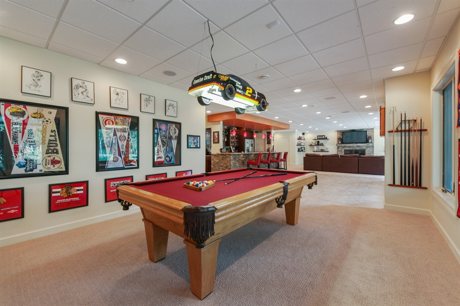Real Estate Photography - 10 W Peter Ln, Hawthorn Woods, IL, 60047 - Pool Room
