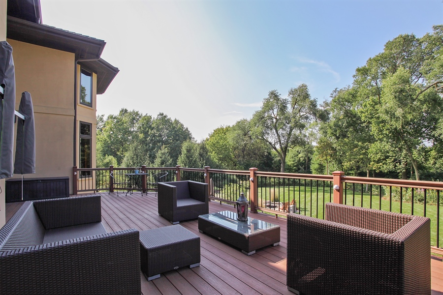 Real Estate Photography - 10 W Peter Ln, Hawthorn Woods, IL, 60047 - Deck