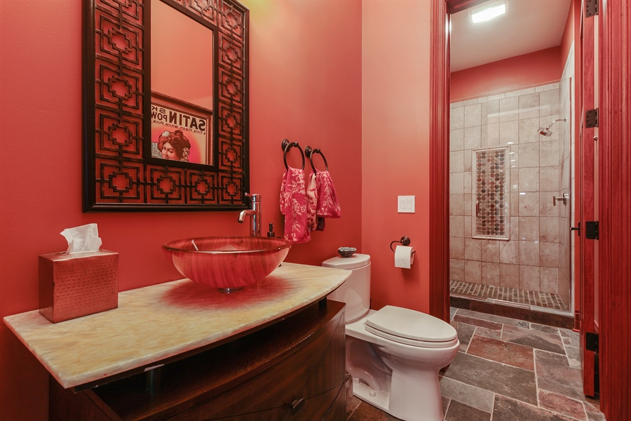 Real Estate Photography - 10 W Peter Ln, Hawthorn Woods, IL, 60047 - Bathroom