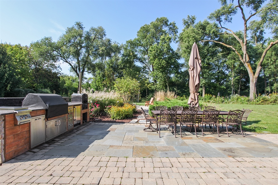 Real Estate Photography - 10 W Peter Ln, Hawthorn Woods, IL, 60047 - Patio