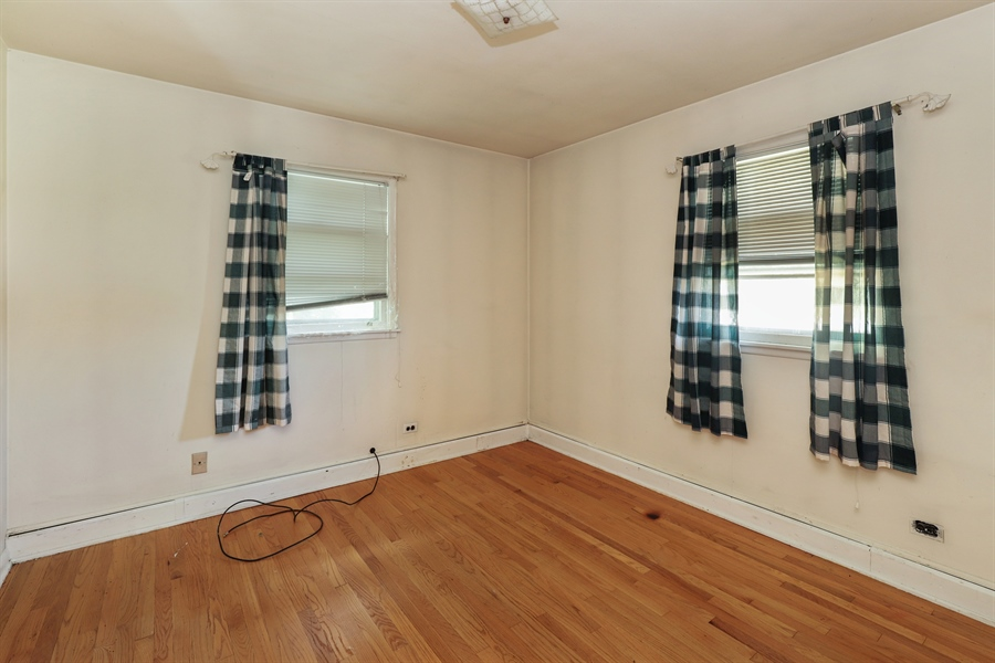 Real Estate Photography - 15105 W Buckley Rd, Libertyville, IL, 60048 - 2nd Bedroom