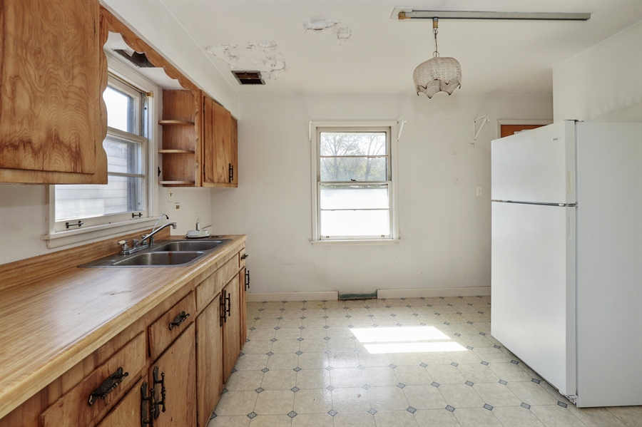 Real Estate Photography - 15105 W Buckley Rd, Libertyville, IL, 60048 - Kitchen