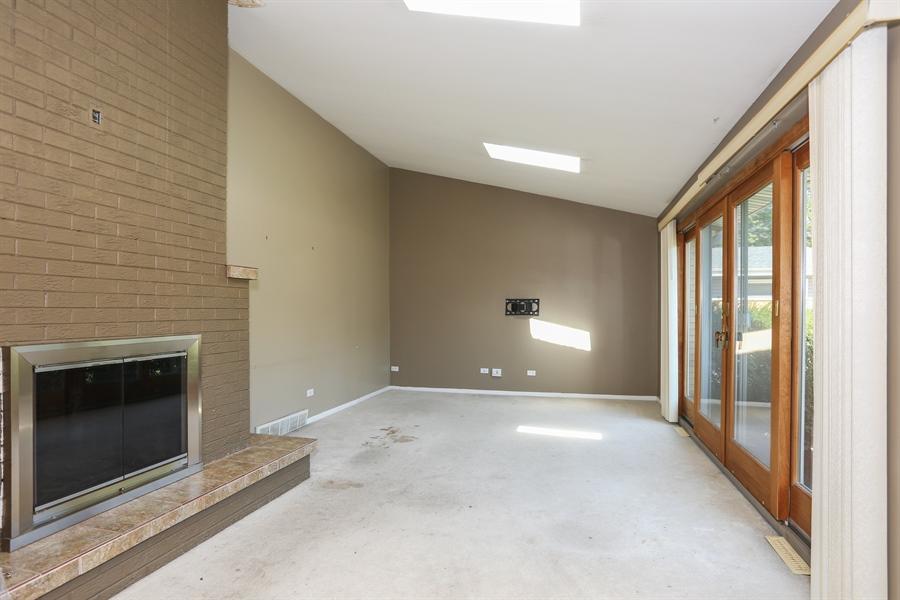 Real Estate Photography - 838 S. Villa Ave., Villa Park, IL, 60181 - Living Room