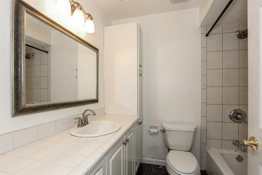 Real Estate Photography - 838 S. Villa Ave., Villa Park, IL, 60181 - Full Bathroom 2
