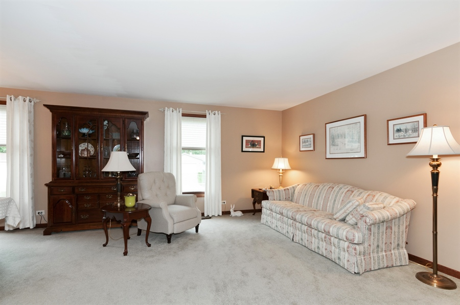Real Estate Photography - 2280 Durham Dr, Wheaton, IL, 60189 - Living Room