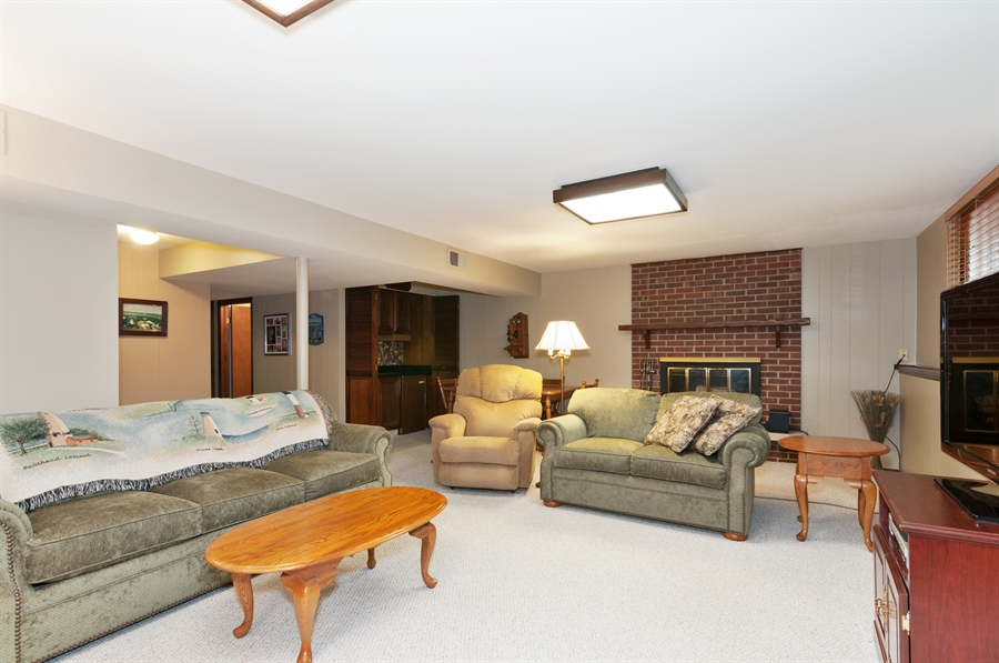 Real Estate Photography - 2280 Durham Dr, Wheaton, IL, 60189 - Recreational Room