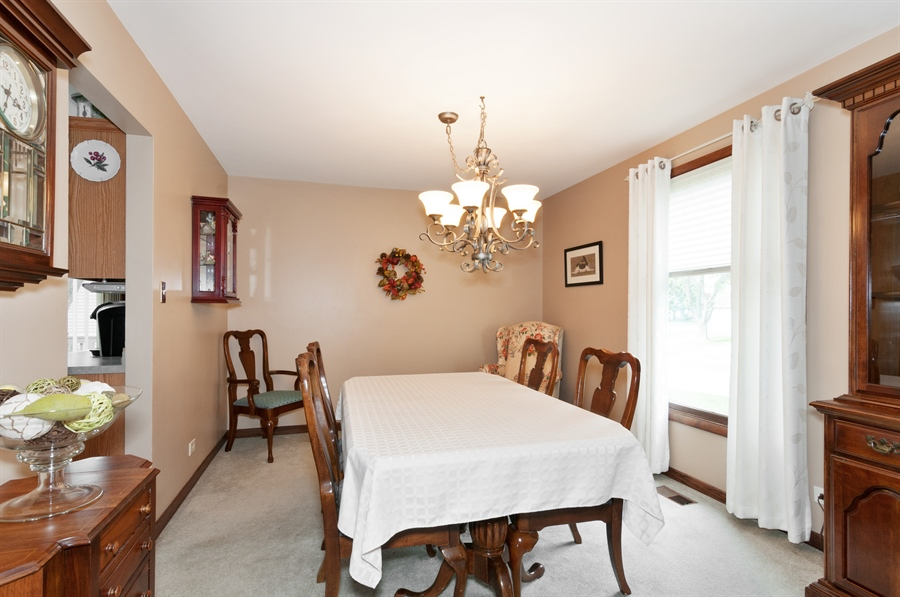 Real Estate Photography - 2280 Durham Dr, Wheaton, IL, 60189 - Dining Room
