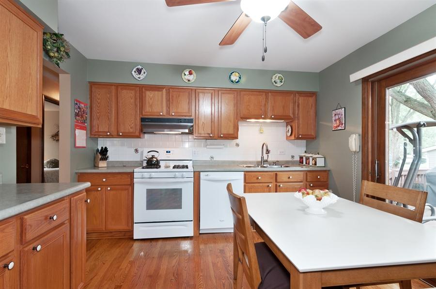 Real Estate Photography - 2280 Durham Dr, Wheaton, IL, 60189 - Kitchen