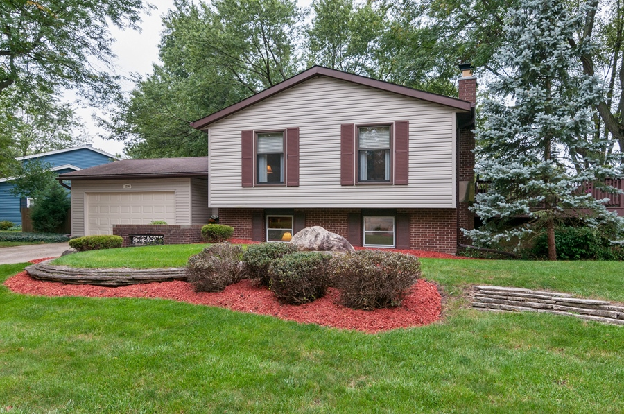Real Estate Photography - 2280 Durham Dr, Wheaton, IL, 60189 - Front View