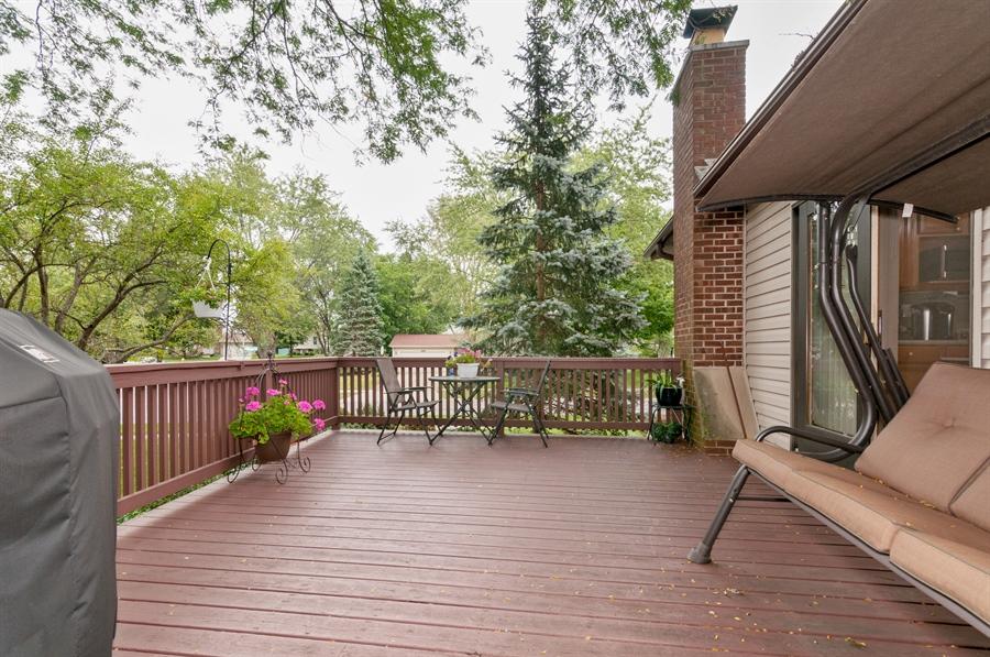 Real Estate Photography - 2280 Durham Dr, Wheaton, IL, 60189 - Deck