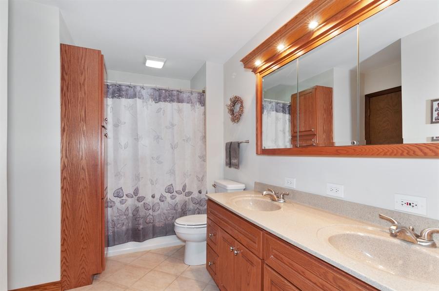 Real Estate Photography - 2280 Durham Dr, Wheaton, IL, 60189 - Bathroom