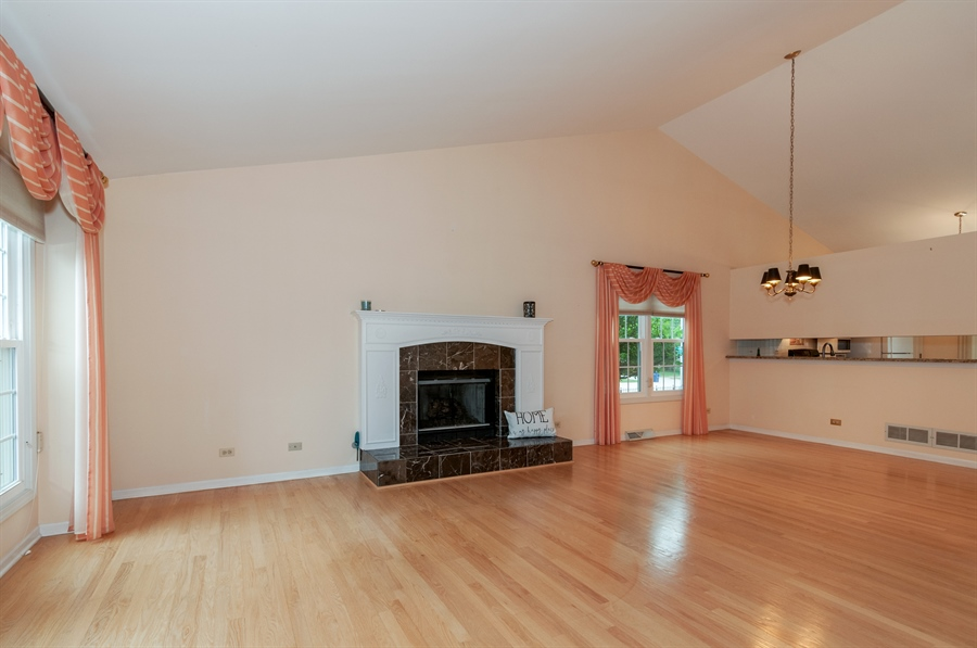 Real Estate Photography - 2060 Childs Ct, Wheaton,, IL, 60187 - Living Room