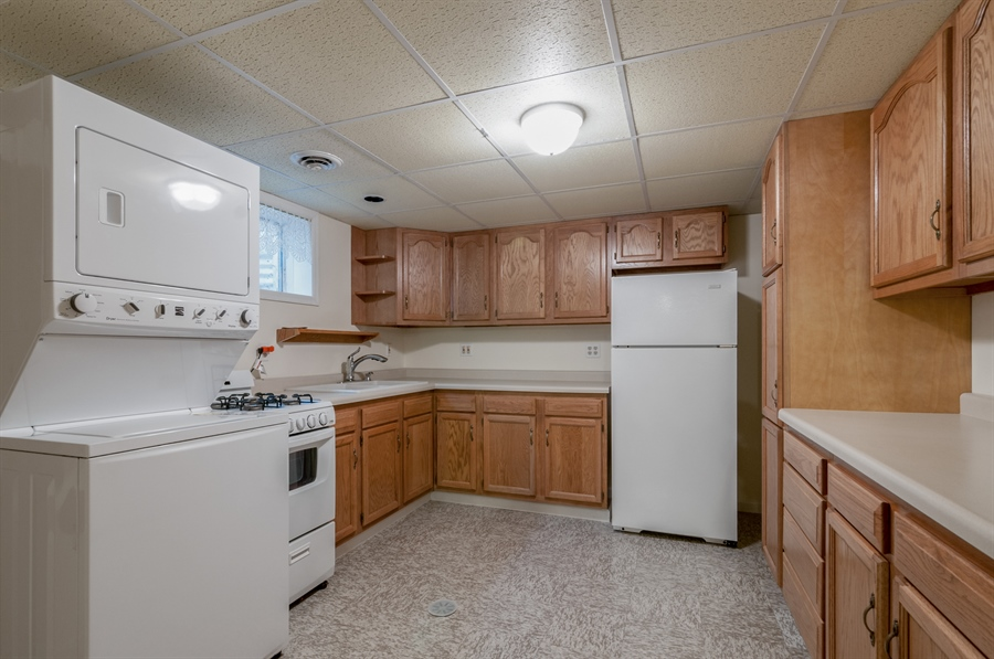 Real Estate Photography - 2060 Childs Ct, Wheaton,, IL, 60187 - Kitchen