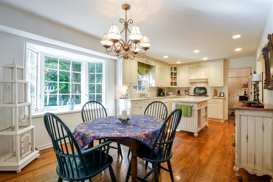 Real Estate Photography - 20 Ashbury Lane, Barrington Hills, IL, 60010 - Kitchen / Breakfast Room